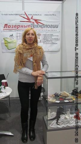 """Елизавета Волкова у стенда """"Лазерных технологий"""" в Новосибирске"""