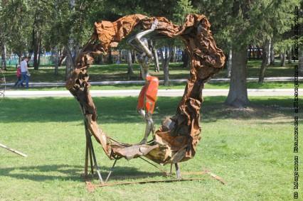 скульптура из металлолома