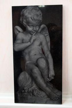 Гравировка лазером по камню. Фрагмент надгробия Скорбящий ангел